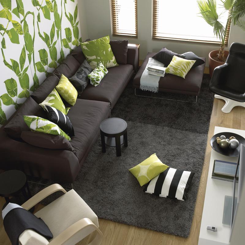 wohnzimmer grün türkis:Grüne Wohnideen: Kissen passend zur Tapete