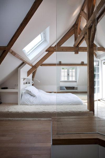 Bett In Dachschräge dachschrä schlafzimmer mit lässigem futonbett