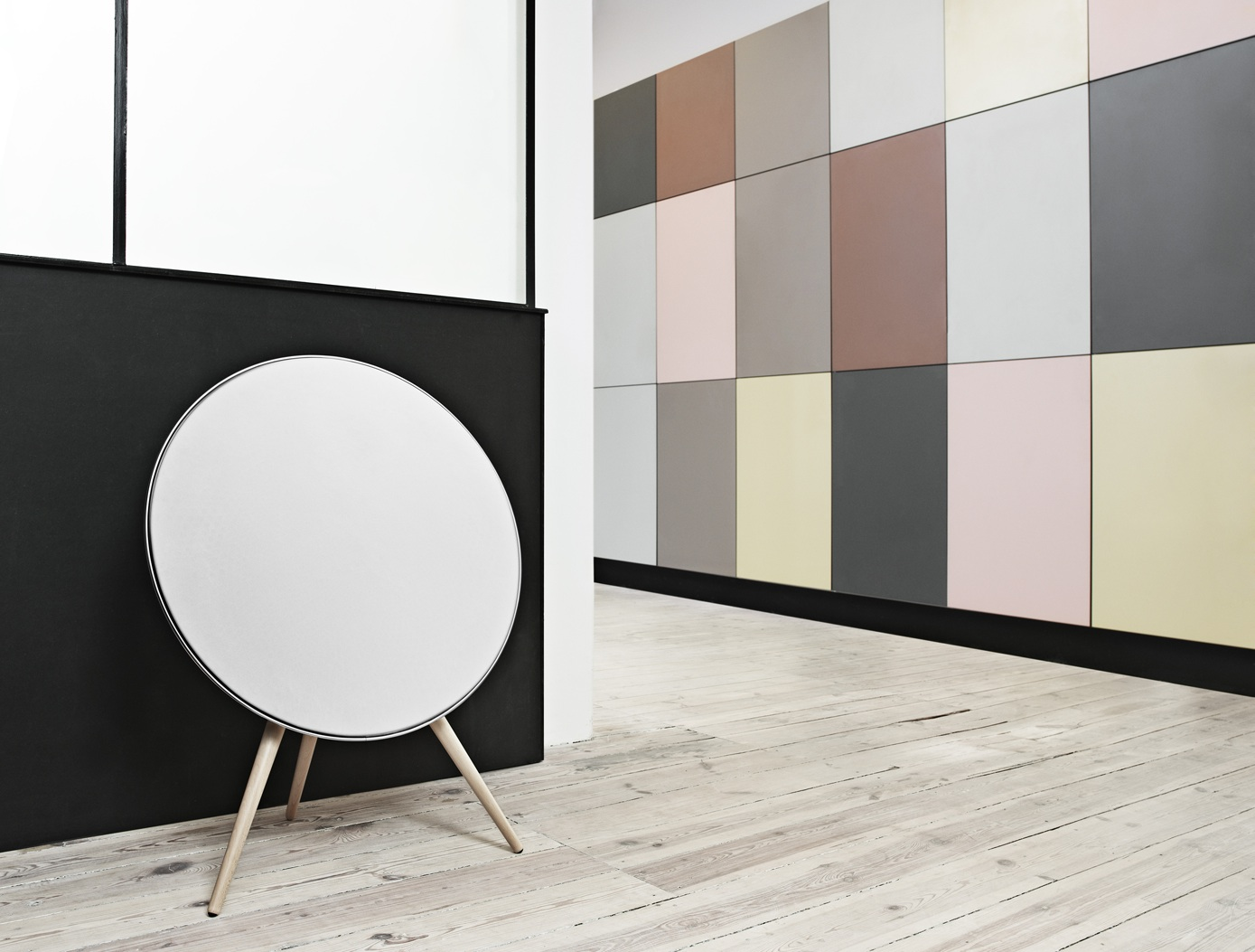 bang olufsen beoplay a9 lautsprecher wie ein satellit. Black Bedroom Furniture Sets. Home Design Ideas