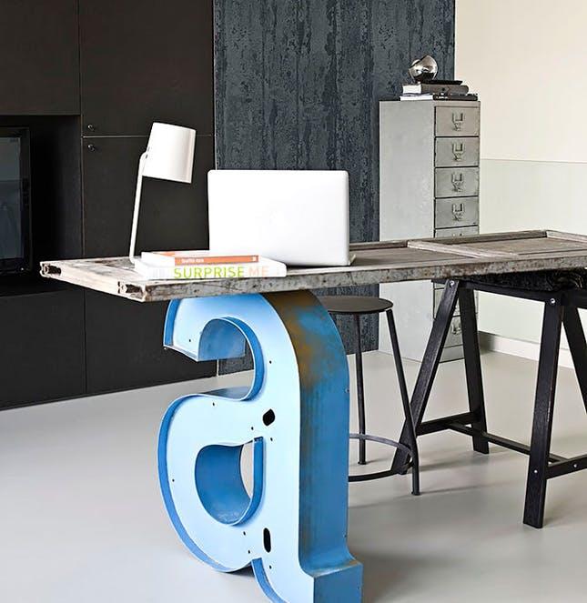 schreibtisch selber bauen alte t r mit buchstabenst tze. Black Bedroom Furniture Sets. Home Design Ideas