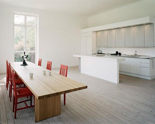 Einrichtungsinspirationen wohnen in einer alten schule for Wohnung minimalistisch