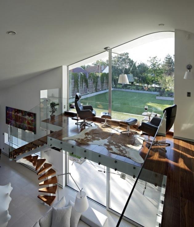 Organisch Geschwungene Linien Und Eine Sehr Offene Gestaltung Im Inneren  Ergeben Ein Interessantes Ambiente. Innendrin Setzt Man Auf Ein ...