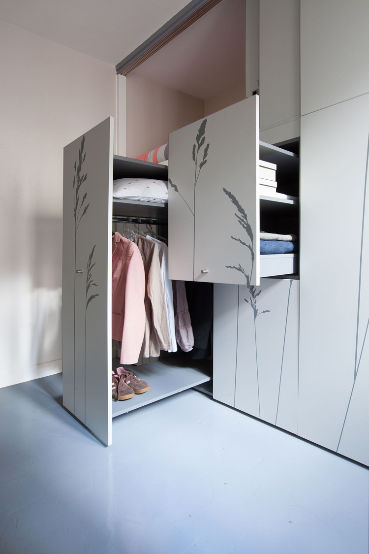mini wohnung 8qm mit multifunktionswand. Black Bedroom Furniture Sets. Home Design Ideas