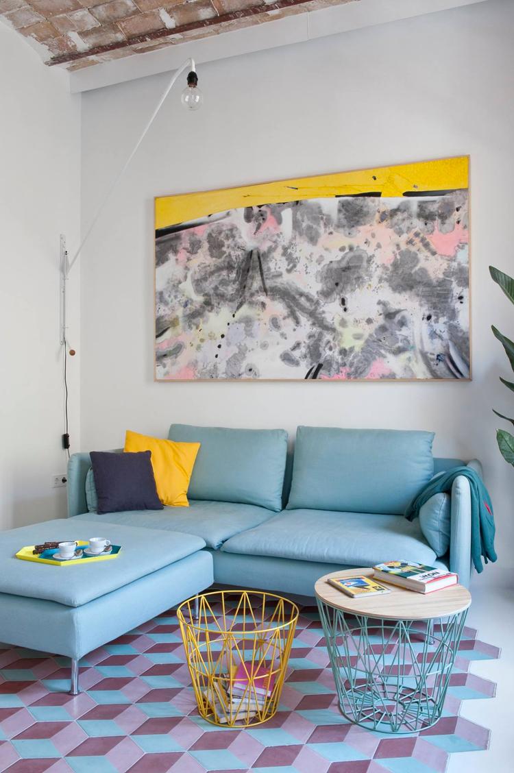 wohnzimmer türkis gelb:Einrichten mit Farben: Ein Appartement in Barcelona