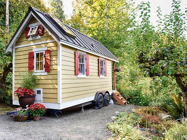 House to go: Ein Minihaus auf Rdern. Ein Mini-Haus auf Rdern .
