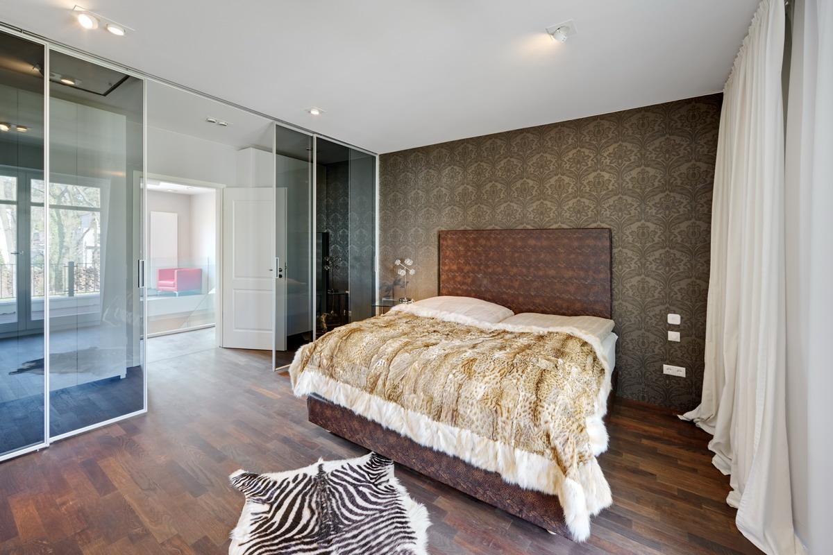 extravagant kingsize bett und luxuri se tapeten. Black Bedroom Furniture Sets. Home Design Ideas