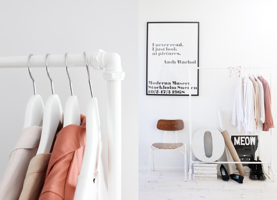 diy kleiderst nder aus rohren. Black Bedroom Furniture Sets. Home Design Ideas